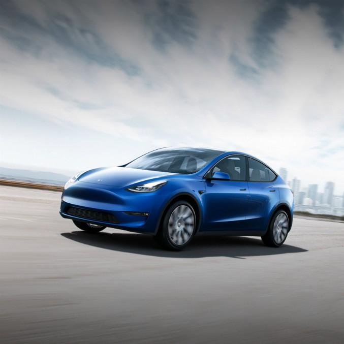 Tesla Model Y, prezzi a partire da 57 mila euro. Ma arriva solo tra 2 anni – FOTO