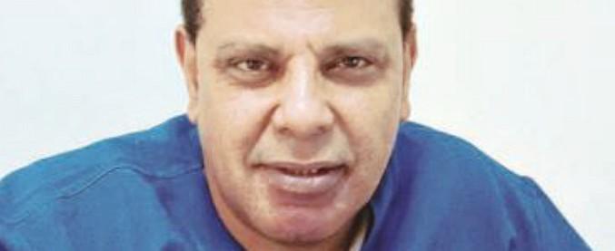 """Egitto, lo scrittore al-Aswani denunciato alla procura militare per aver """"insultato presidente e forze armate"""""""