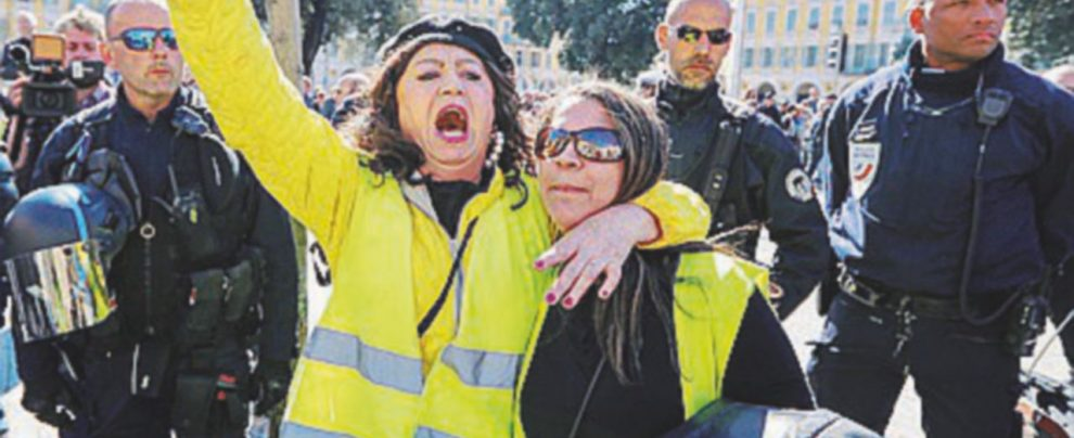 Gilet gialli, Champs Elysées blindati gli 'émeutiers' cambiano quartiere