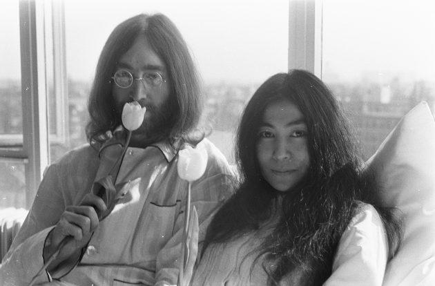 John Lennon eYōkoOno, 50 anni fa, a letto insieme contro g