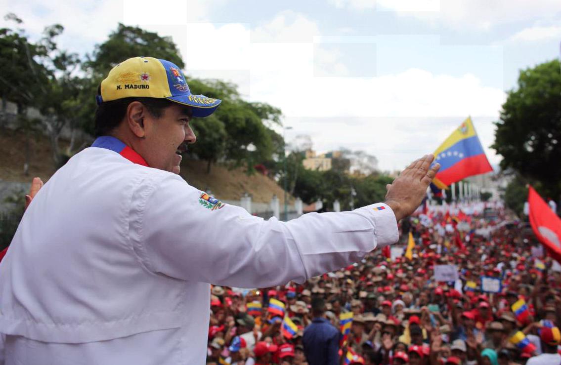 """Venezuela, aerei e militari in difesa del presidente Nicolás Maduro: la strategia della Russia sul """"modello Siria"""""""