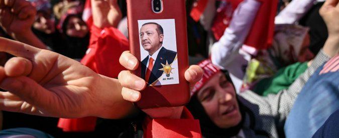 Turchia, ho assistito al processo agli avvocati accusati da Erdogan: una parodia dello Stato di diritto
