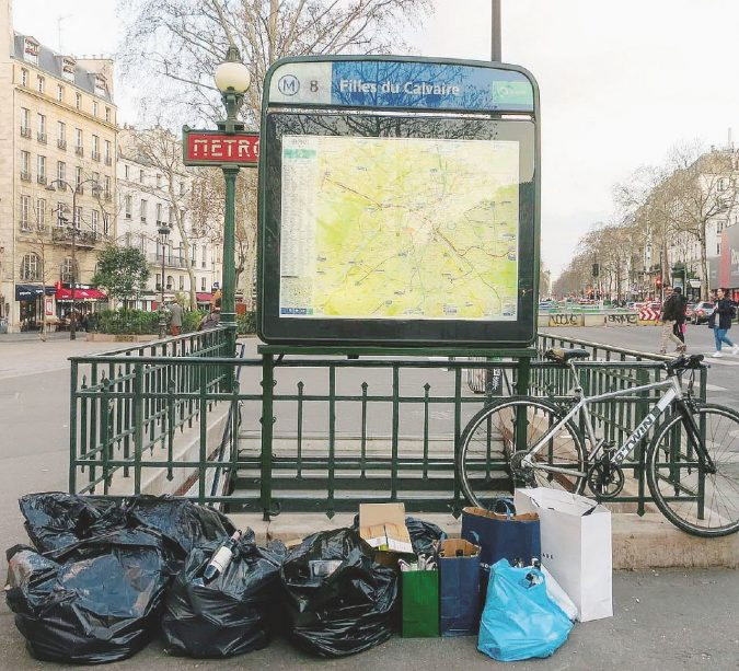 Parigi, città pattumiera. Addio alla Ville lumière ora è solo Ville-poubelle