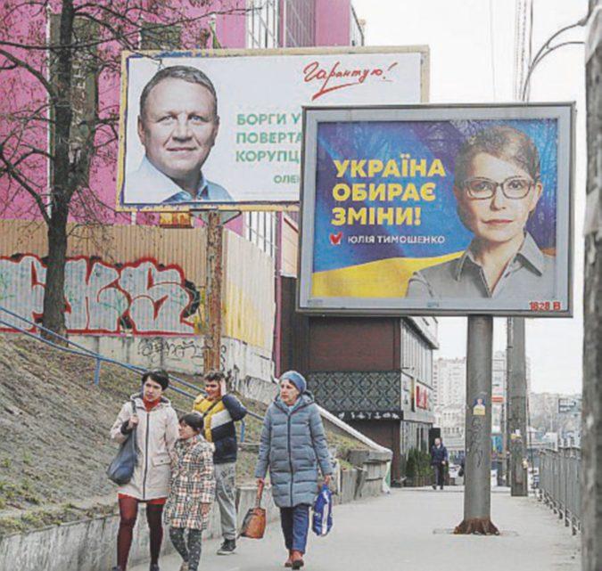 Bollette e battute: Kiev va al voto tra Timoskenko e il comico Zelensky