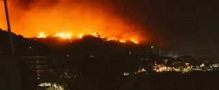 Sicilia, allarme incendi: a Catania bagnanti evacuati sui gommoni. Roghi anche a Siracusa e Trapani