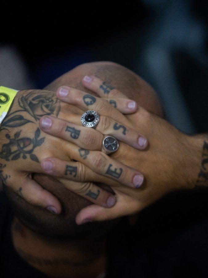 Tatuaggi, sono nove i colori ritirati dal mercato. Ministero della salute: sostanze chimiche a rischio cancro