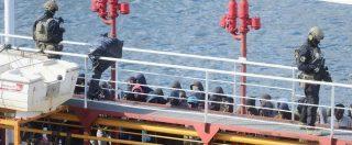 """Mercantile dirottato, la nave attracca a La Valletta sotto il controllo delle forze armate: """"Fermati cinque migranti"""""""