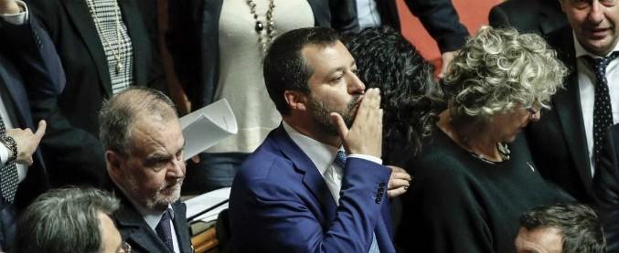 """Legittima difesa, magistrati e penalisti d'accordo: """"Legge inutile e pericolosa"""". Salvini: """"Critiche? Non hanno letto testo"""""""