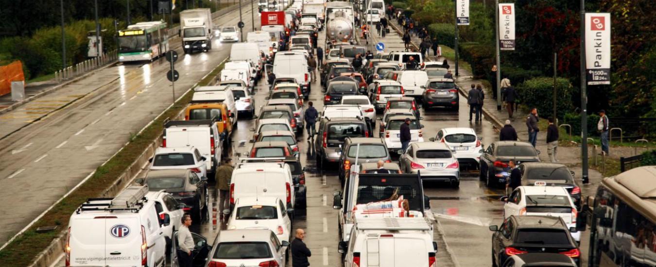 Dal fossile alle rinnovabili /2 – Anche sui trasporti in Italia continua a comandare Big Oil