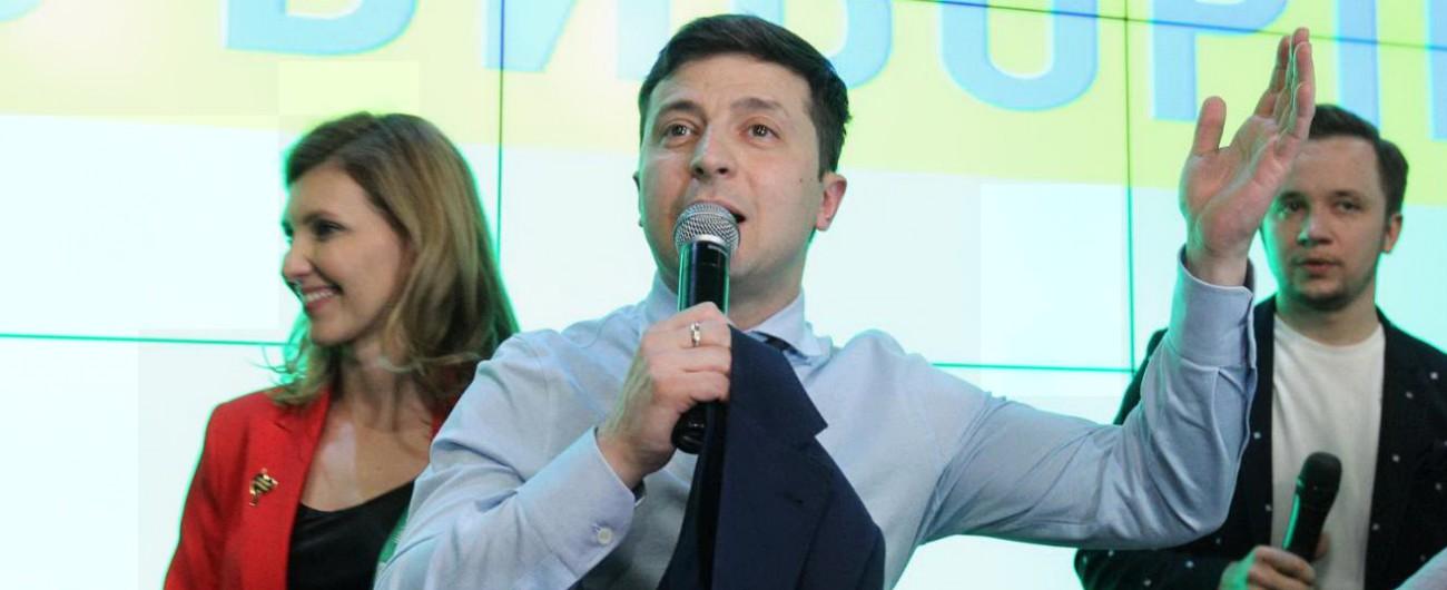 """Elezioni Ucraina, exit poll: """"Zelensky in testa, sarà ballottaggio con Poroshenko"""" Ma Timoshenko non ci sta: """"Dati errati"""""""