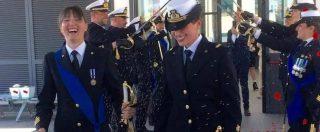 L'unione civile tra Rosa Maria e Lorella, spose con la divisa della Marina (nel giorno del Congresso della famiglia)