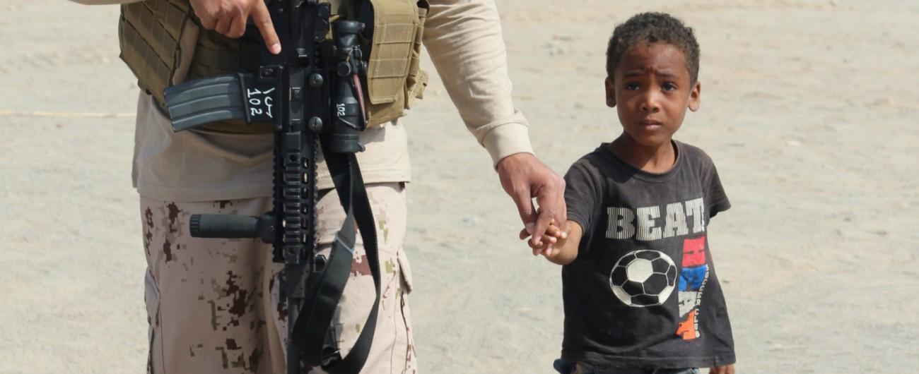 Yemen, Ahmed e i bambini-soldato: reclutato da Riyad per cucinare, inviato in prima linea a combattere gli Houthi