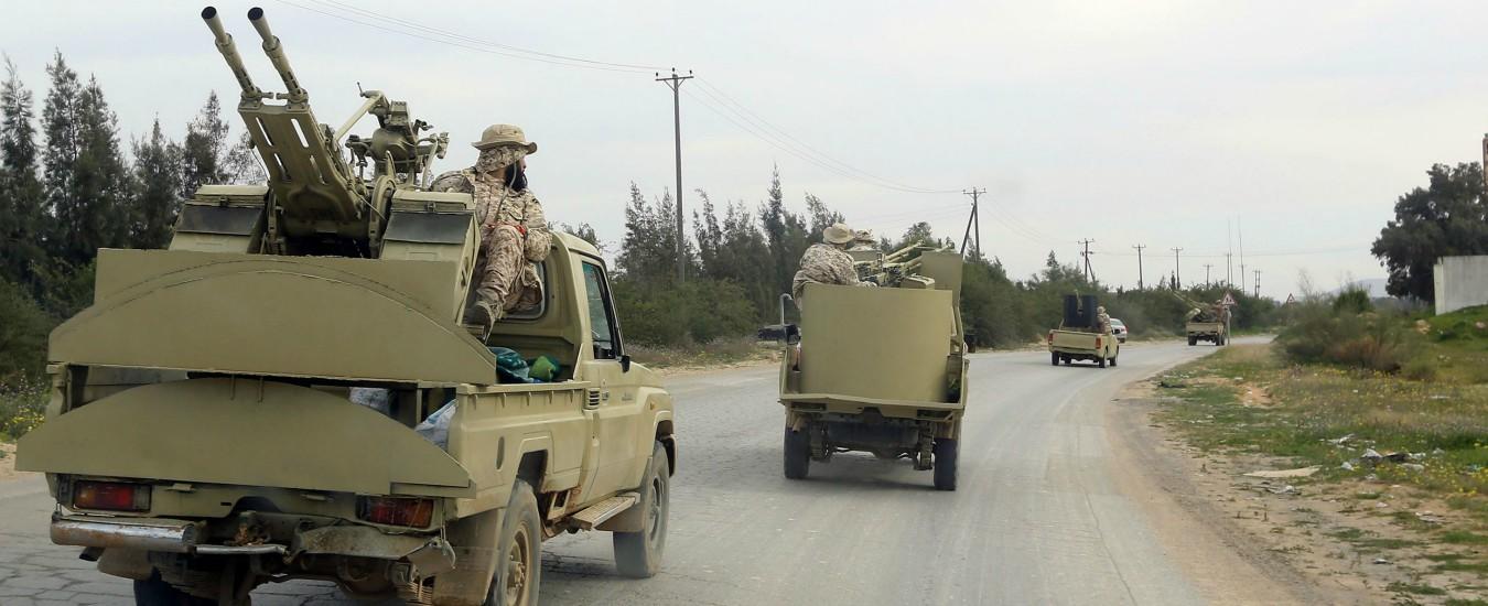 Libia, l'esercito di Haftar verso Tripoli: scontri a sud della città, un morto. Si mobilitano le forze fedeli ad Al Sarraj
