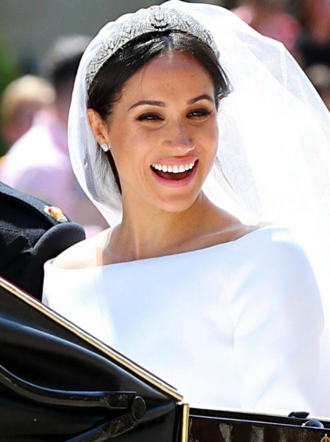 """Meghan Markle non potrà indossare i gioielli della Corona: """"È di rango inferiore a Kate Middleton"""""""