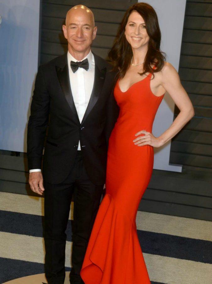 Amazon, divorzio da record tra Jeff Bezos e la moglie MacKenzie: a lei 36 miliardi in azioni, è la quarta donna più ricca del mondo