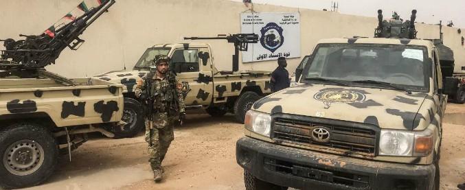 """Libia, il generale Haftar non si ferma e va verso la presa di Tripoli: """"Abbiamo conquistato l'aeroporto, siamo a 20 km"""""""