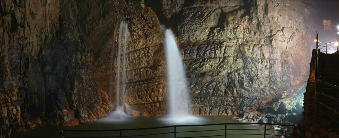 Le cascate di Stiffe sono spettacolari. Peccato per la solita centralina idroelettrica