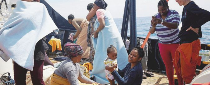 """Alan Kurdi"" abbandonata: Sos inascoltati e no dell'Italia"