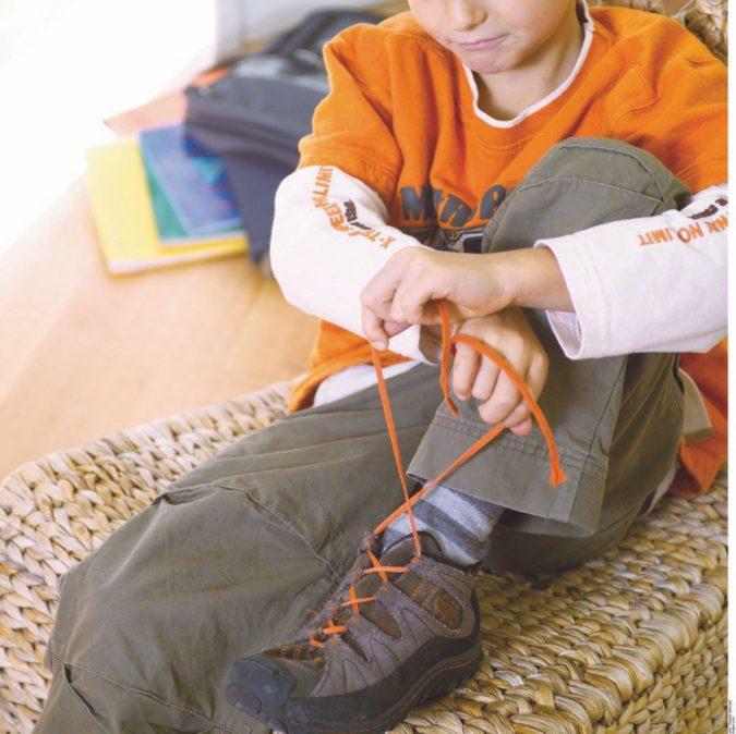 """""""È difficile allacciare le scarpe!"""" I minori più imbranati d'Europa"""