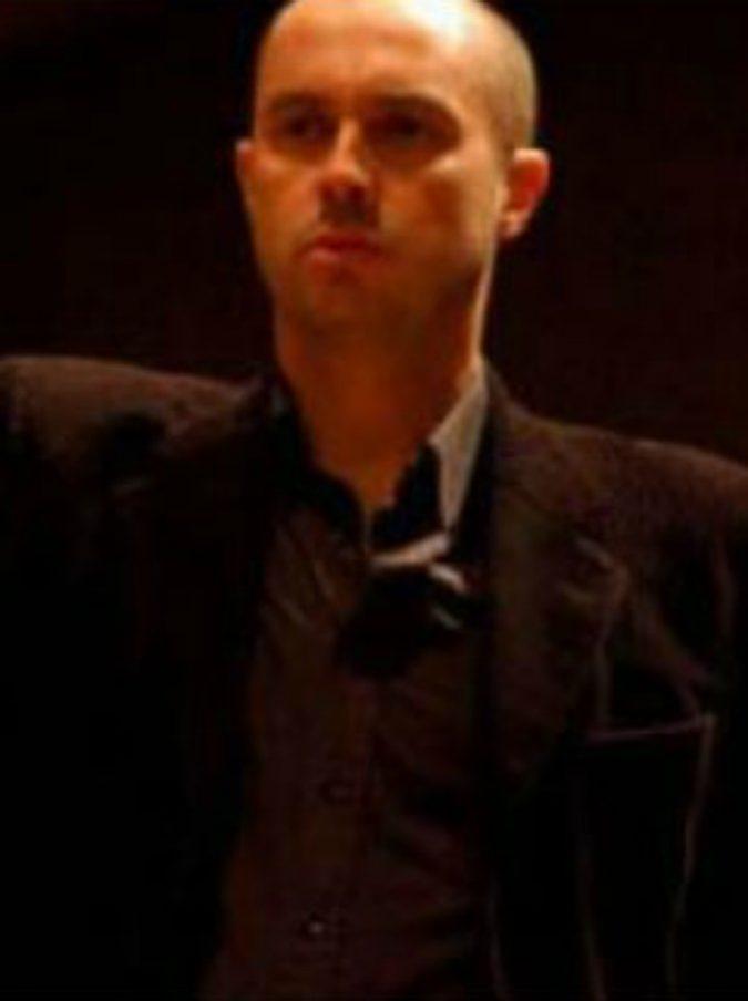 Stefano Mazzoleni, il direttore d'orchestra si accascia a terra mentre entra in scena: è in condizioni gravissime