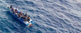 """Migranti, venti naufraghi riportati in Libia dopo 12 ore di attesa. Alarm Phone: """"Respingimento illegale e disumano"""""""