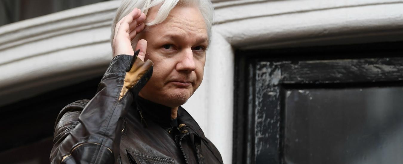 """Julian Assange, il presidente ecuadoriano Moreno. """"Ha tentato di creare un centro di spionaggio dentro l'ambasciata"""""""