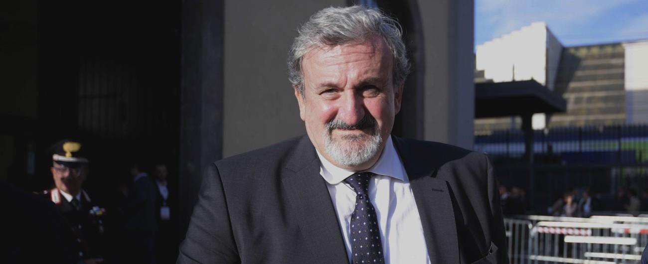 """Puglia, Emiliano indagato per abuso d'ufficio: """"Nominò a Innovapuglia sindaco di Bisceglie violando Legge Severino"""""""