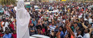 """Sudan, colpo di stato: Bashir si dimette. Il vicepresidente: """"Ora 24 mesi di governo militare"""". Ma la protesta continua"""
