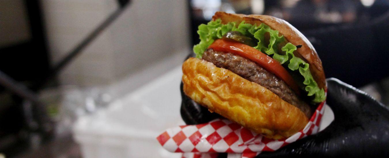 Carne e ambiente, la corsa alla fake meat vegetale e gli hamburger in provetta. Dal gusto all'etica, ecco cosa può succedere