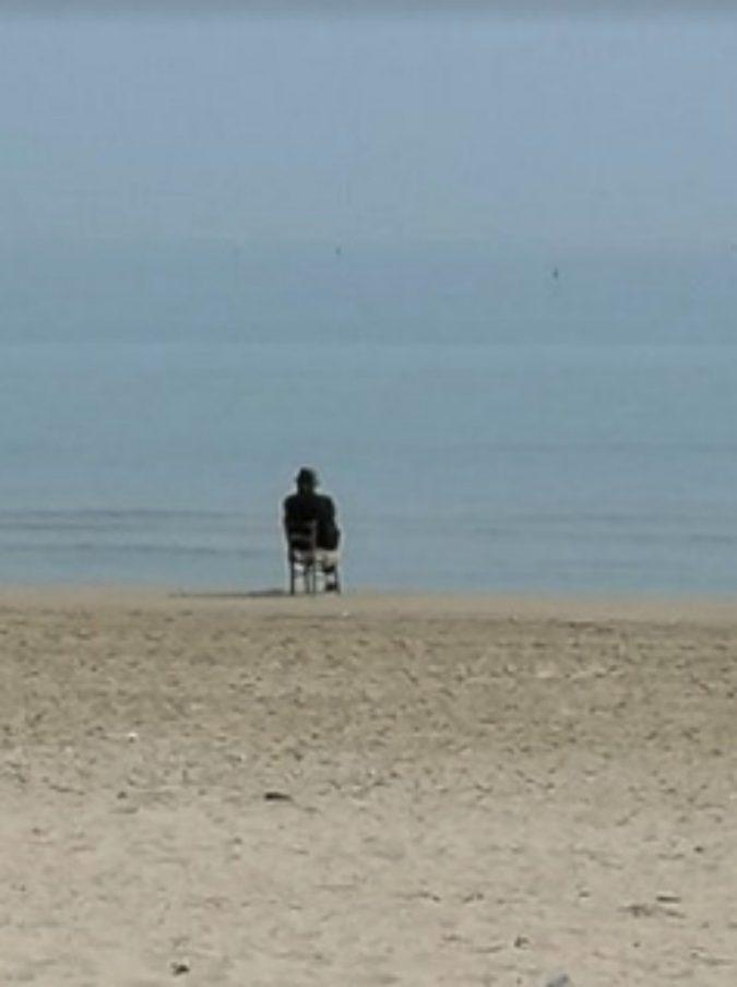 La storia di Pasquale, ex minatore di 92 anni che ogni giorno guida per 60 km per guardare il mare