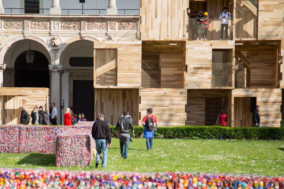 Milano, contestazione degli studenti dell'università degli Studi contro il Fuori Salone del Mobile Milano, contestazione degli studenti dell'università degli Studi contro il Fuori Salone del Mobile