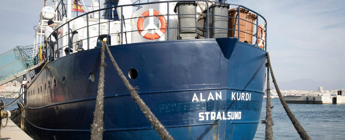 """Migranti, sbarcano i 64 della Alan Kurdi a Malta. Ma la nave non entrerà in porto. Salvini: """"Nessuno arriverà in Italia"""""""