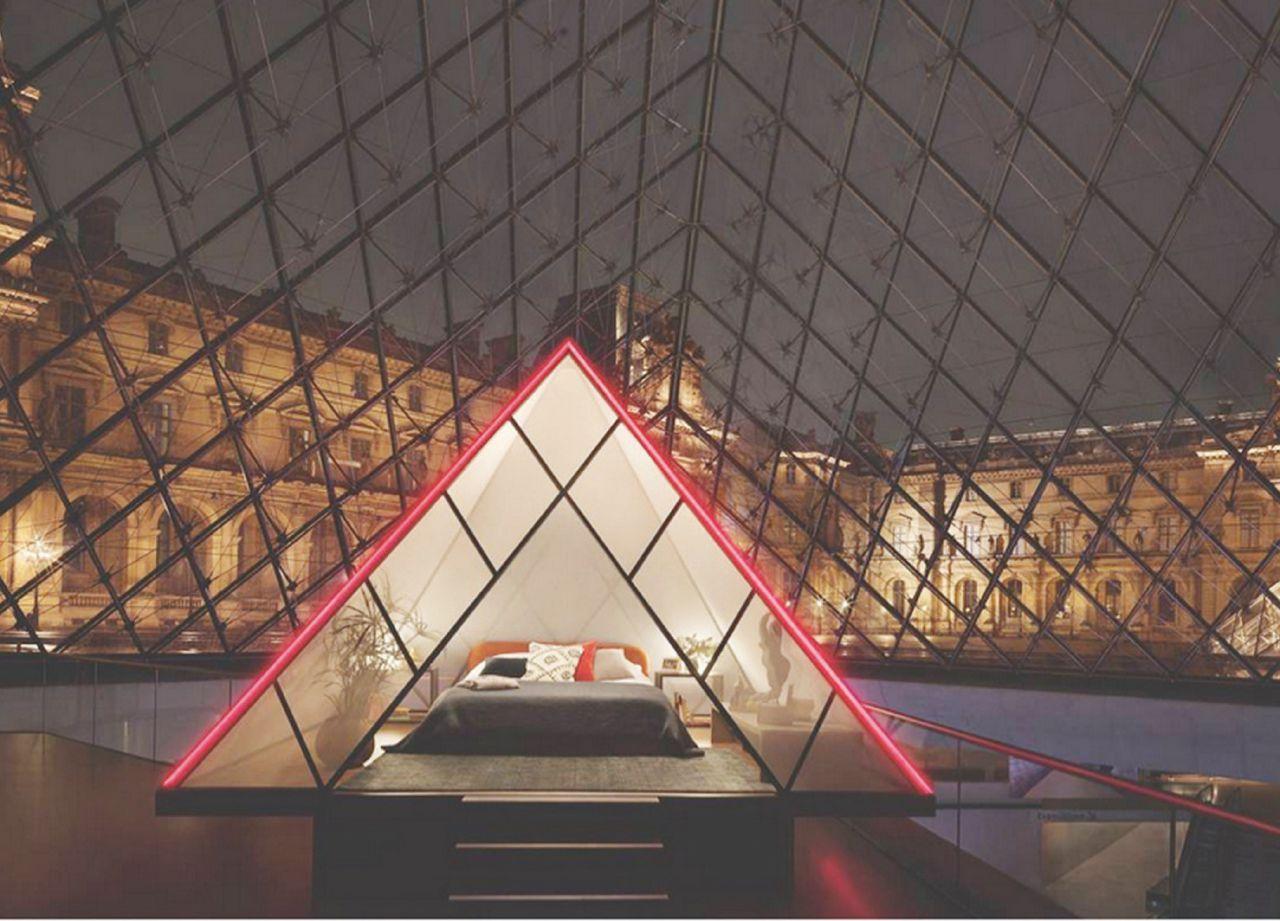 """Una notte con Monna Lisa: Louvre """"si vende"""" ad Airbnb"""