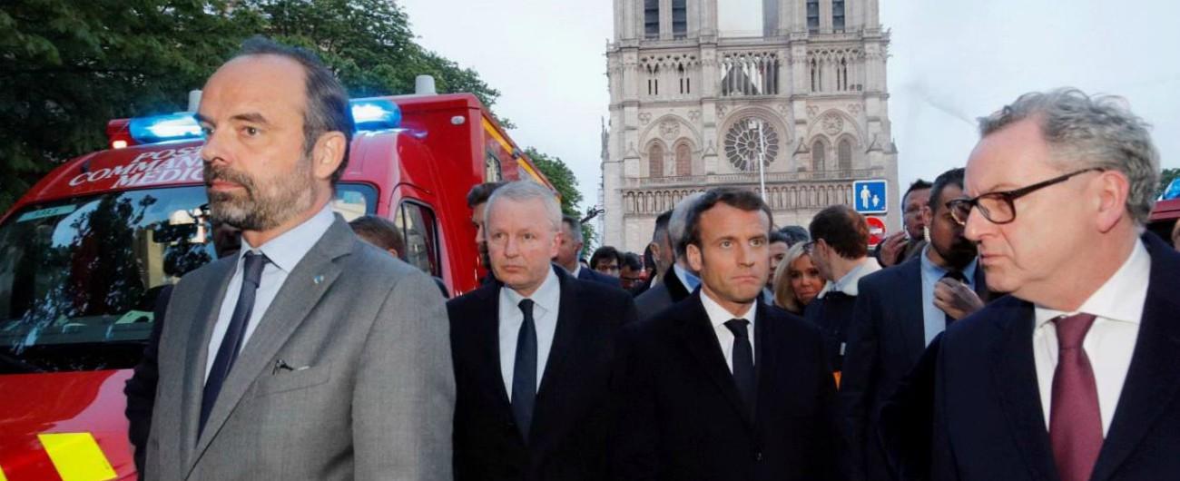 """Incendio Notre-Dame, Macron annuncia: """"La ricostruiremo da domani. Evitato il peggio grazie ai vigili del fuoco"""""""