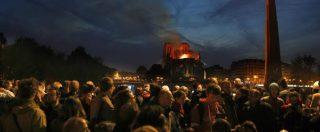 Notre-Dame, migliaia di persone in strada a Parigi: lacrime e preghiere di fronte alla cattedrale in fiamme – FOTO