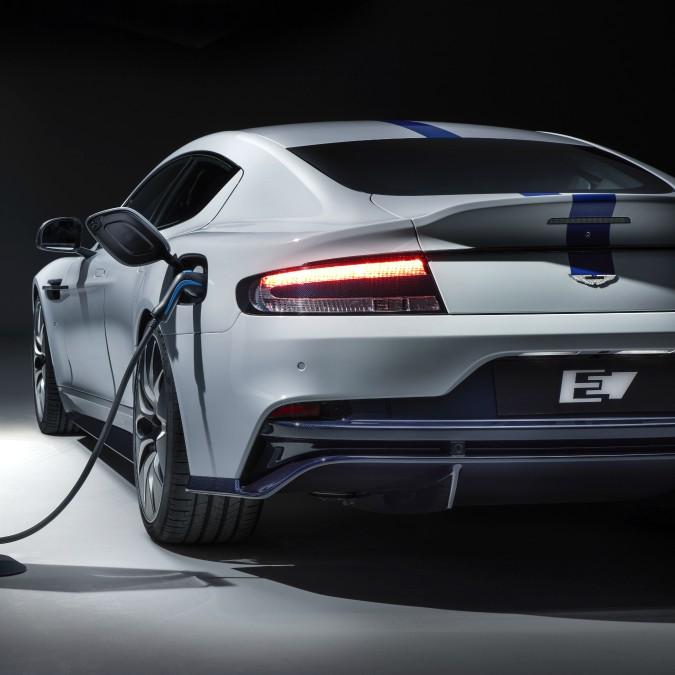 Aston Martin Rapide E, ecco la prima elettrica del marchio inglese – FOTO