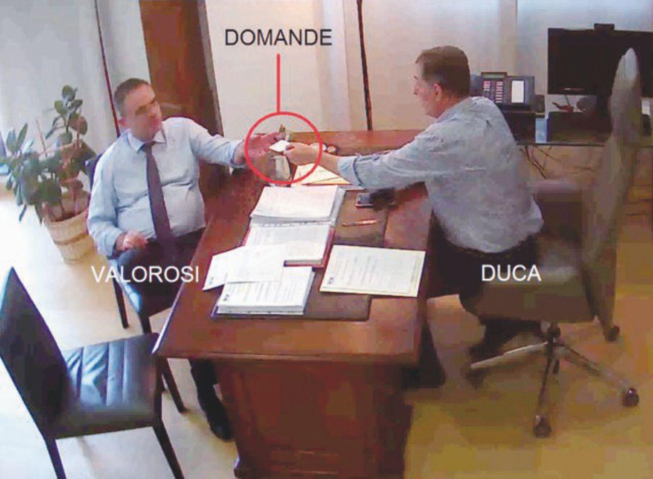"""In Edicola sul Fatto Quotidiano del 16 Aprile: Scandalo Umbria. Tracce scambiate nella sede Pd"""""""