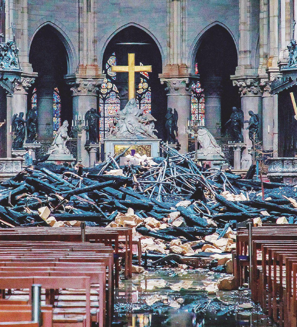 Notre-Dame, il primo allarme è stato ignorato