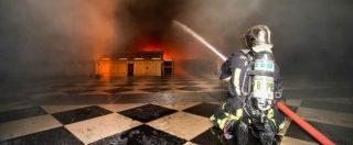 """Notre-Dame, """"bug informatico, agenti di sicurezza indirizzati nel punto sbagliato"""". Pompieri: """"Rischio crollo frontoni laterali"""""""