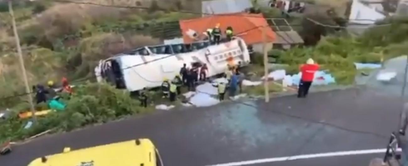 Portogallo, bus con 57 turisti a bordo precipita da una scarpata: ventinove morti, diversi feriti. Aperta indagine
