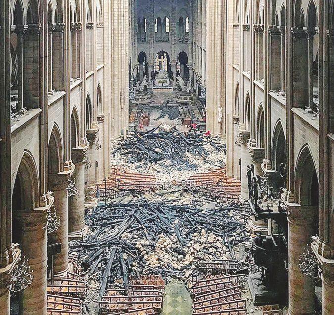 Incendio di Notre-Dame, sotto accusa gli ascensori montati per il restauro