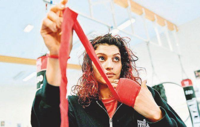 Sul ring è vincente, ma Teheran la vuole in carcere per aver indossato i pantaloncini