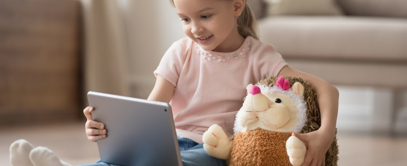 I bambini amano YouTube, ma il canale video non è una baby sitter