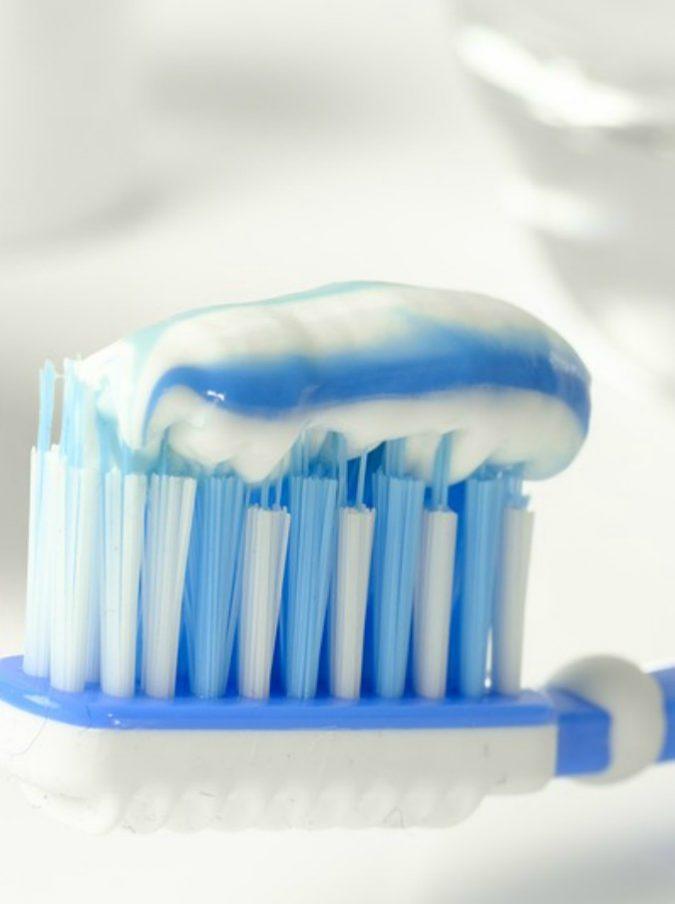 """Bambina di 11 anni muore dopo essersi lavata i denti: """"Ha avuto una reazione allergica al dentifricio"""""""