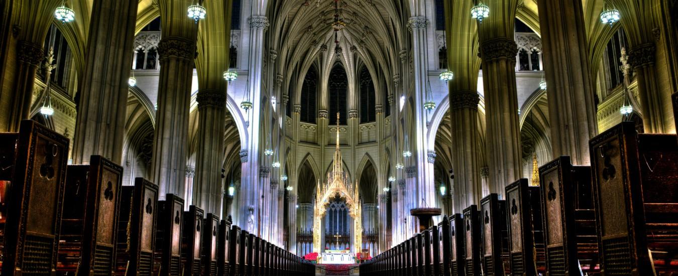 New York, arrestato con due taniche di benzina nella cattedrale di Saint Patrick: aveva un biglietto per Roma