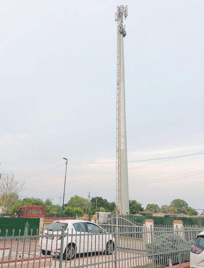 Un'antenna di 33 metri a due passi da casa. A Zelarino scoppia la rivolta dei cittadini
