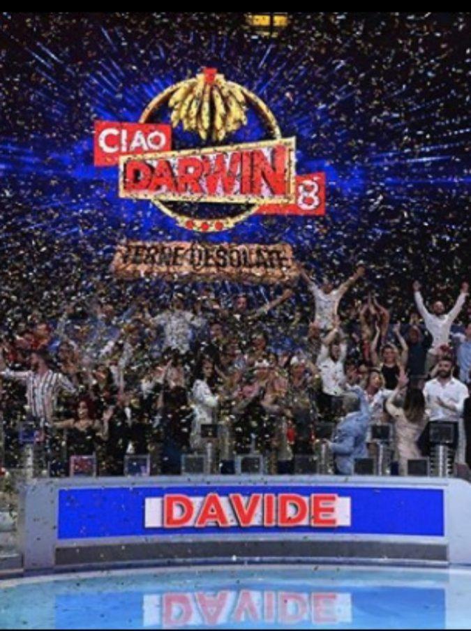Ciao Darwin, in onda il Genodrome dove è caduto il concorrente che rischia la paralisi