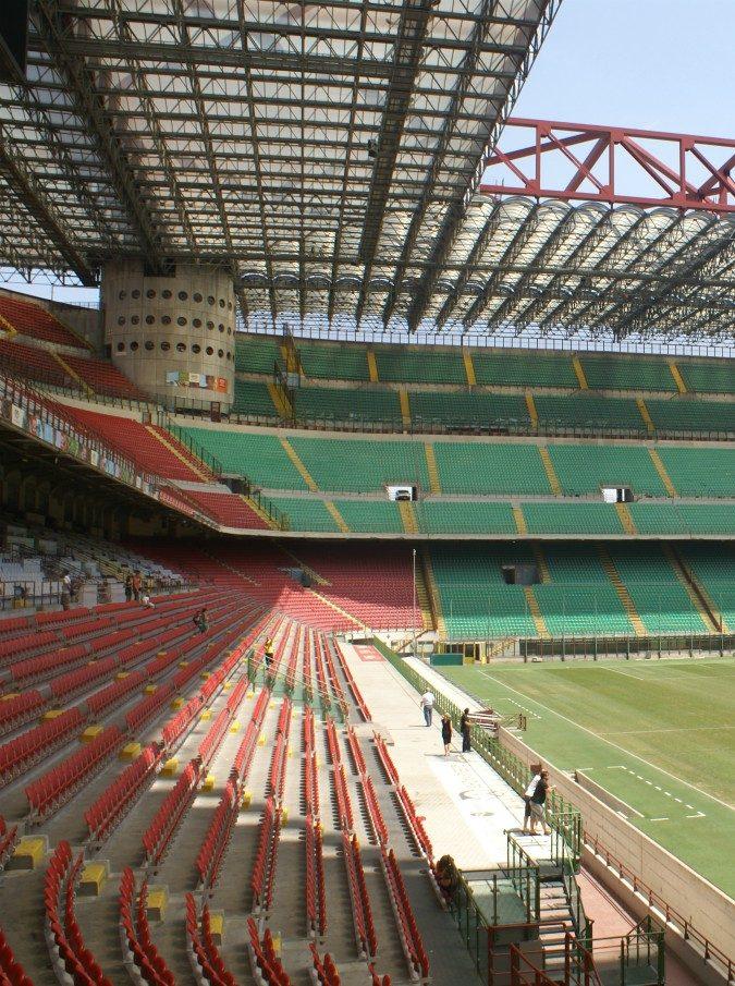 """Stadio San Siro, una perizia lancia l'allarme: """"Allerta per i concerti, soprattutto con il rock"""""""