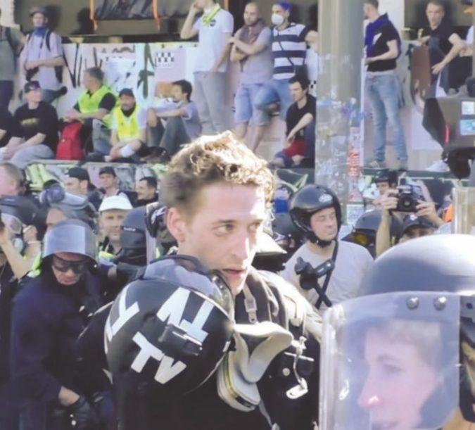Cortei vietati al fotoreporter schedato 'S'