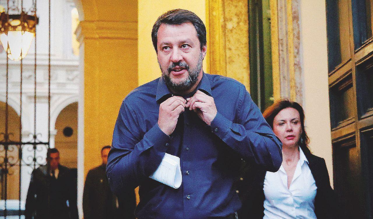In Edicola sul Fatto: L'ora è grave, ma non seria. Governo riunito, ma Di Maio è in tv